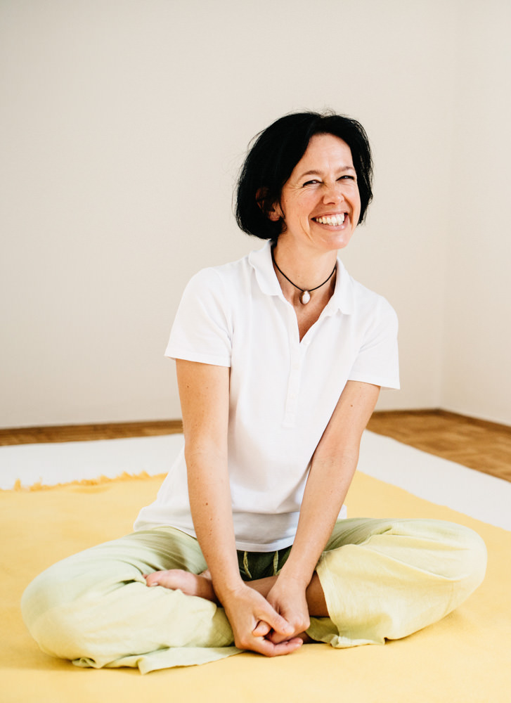 Portrait Claudia Schagerl auf Matte